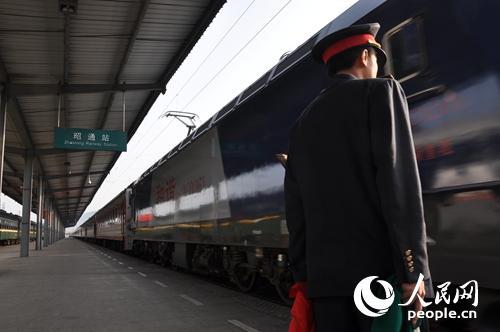 成都鐵路局首趟傷員專列抵達昭通火車站【3】