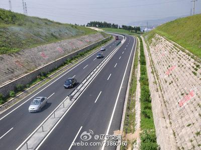 东北重要大通道――鹤大高速公路已全线贯通