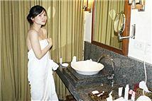 女子住酒店遭遇满床活蟲