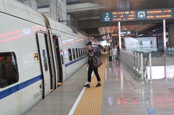 北京铁路局 今日起开行北京至雄安新区动车组列车