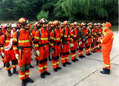 侦查发现九寨沟熊猫海16名游客被困搜救队整装待发