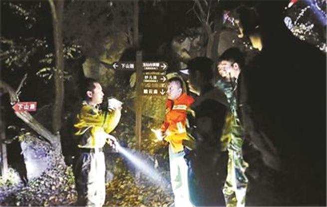 游客被困山中 一周发生四起