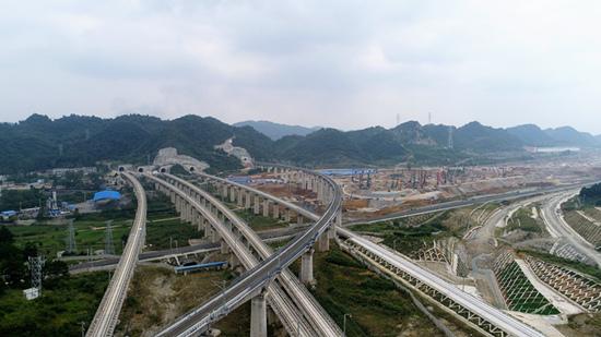 北京赛车冠军出号规律:渝贵铁路正式开通运营