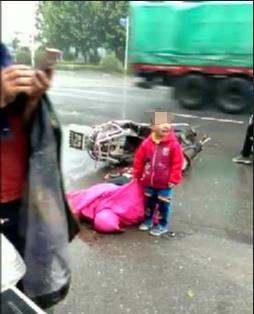 """""""车祸现场的可怜孩子找家属""""视频热传 多地警方辟谣"""