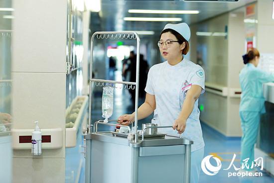 """造血干细胞捐献者韩菲:""""救人到底是我的天职"""""""