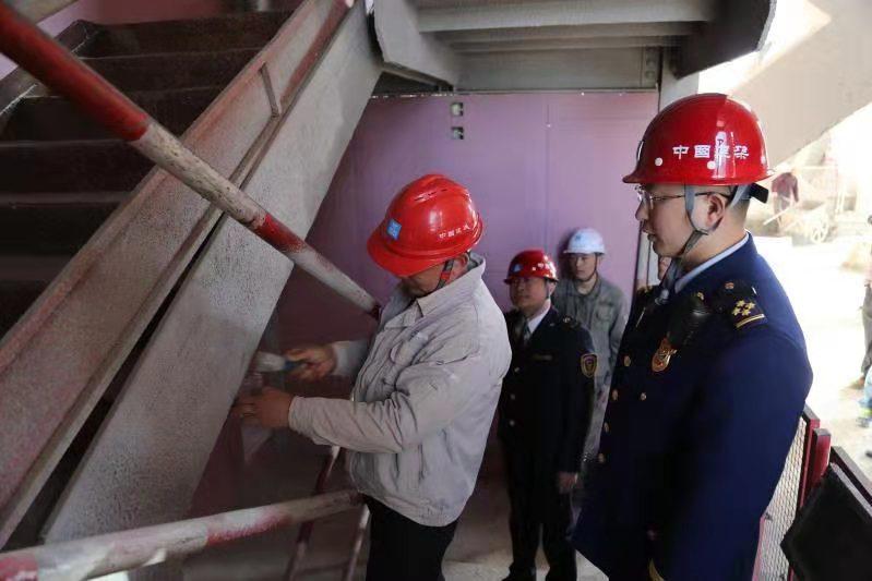 北京朝阳消防支队联合市场监管部门进施工现场检查消防产品