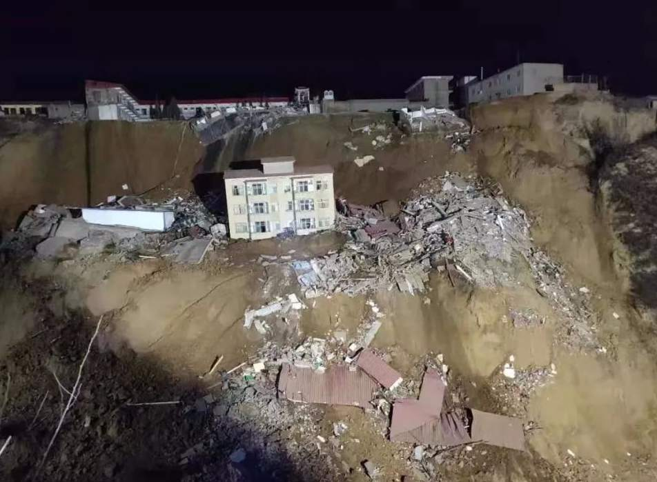 默哀山西乡宁山体滑坡事故已致7人死亡13人失联