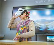 云南独龙族群众体验5G虚拟现实