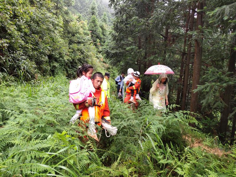贵州凯里南花苗寨山体滑坡500余名被困人员获救