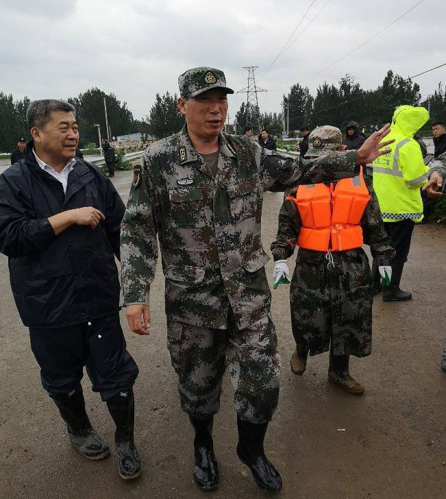 """应战台风""""利奇马""""淄博军分区千余民兵接续奋战60余小时全力抢险救灾"""