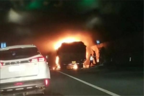 浙江警方通报:猫狸岭隧道车辆起火事故致5死31伤