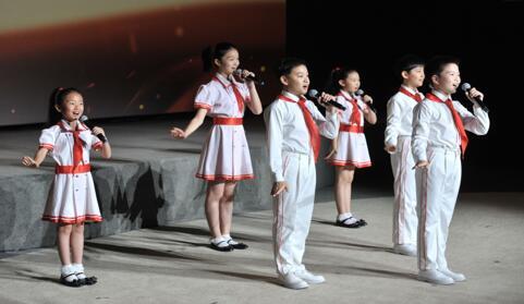 4K直播电影《此时此刻·2019大阅兵》普通话版在京首映