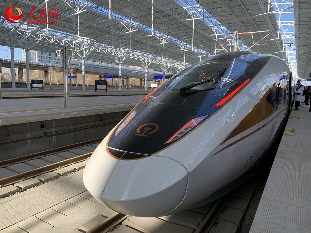 12月30日,北京至张家口高速铁路开通运营。人民网 朱紫阳摄