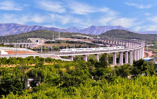 6月30日喀(左)赤(峰)高铁开通运营