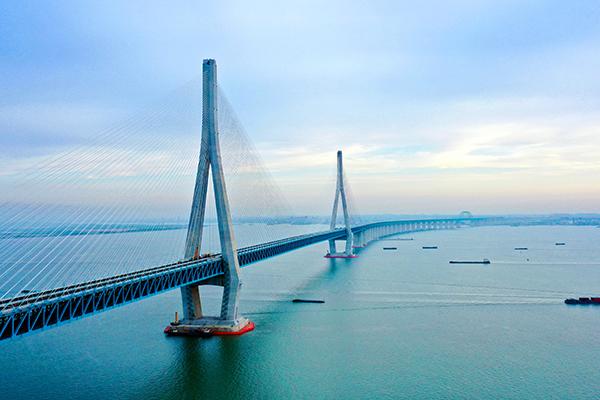 沪苏通长江公铁大桥暨沪苏通铁路开通运营