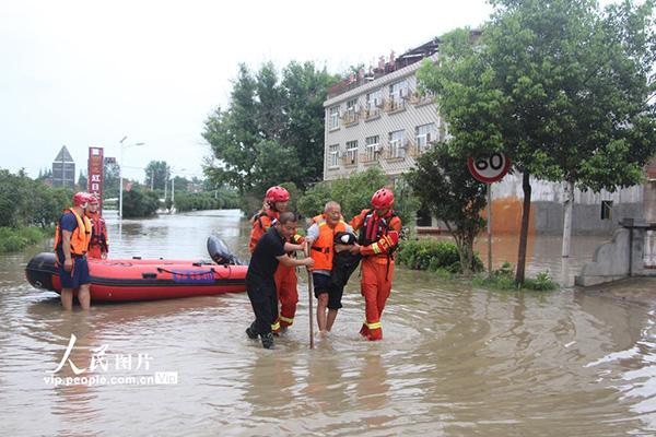 我国南北方全面进入主汛期防汛救灾各方在行动