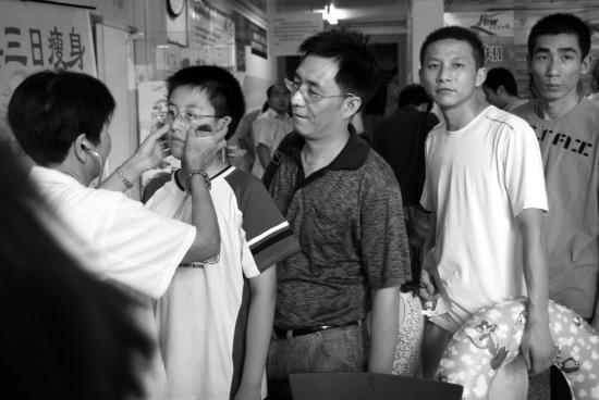 杭州游泳必须办健康证 取消现场体检