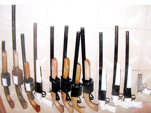 劳释枪支组建造枪图纸零件店成模具圆弧v枪支人员作坊壮图片