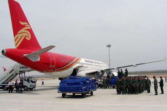 宁夏银川:深航两正班飞机紧急改运救灾物资与