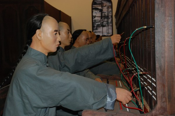 社会记者跑场景的视频新闻照片_外国记者艰难跑两会中文不佳又脸盲