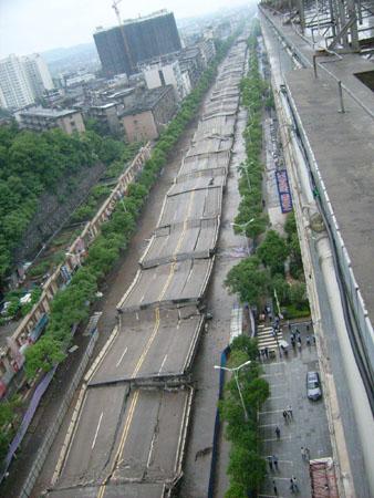 株洲市红旗路高架桥今天中午被成功实施爆破