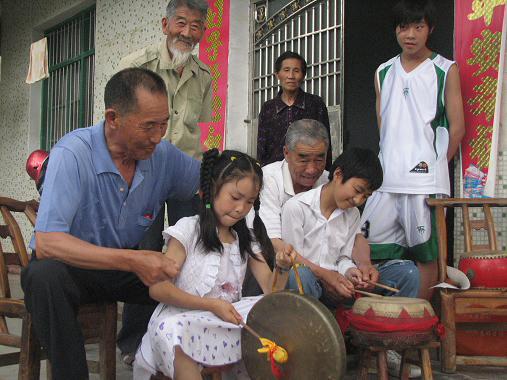 民间文化传承从娃娃抓起
