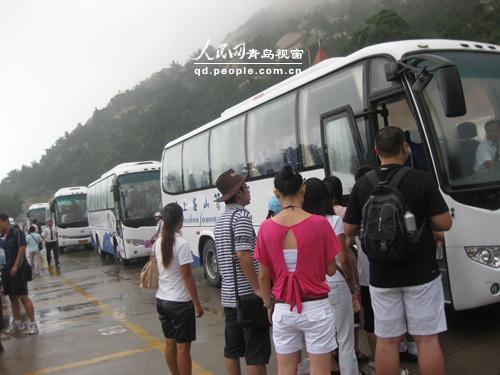 青岛崂山风景区旅游观光车投入试运行