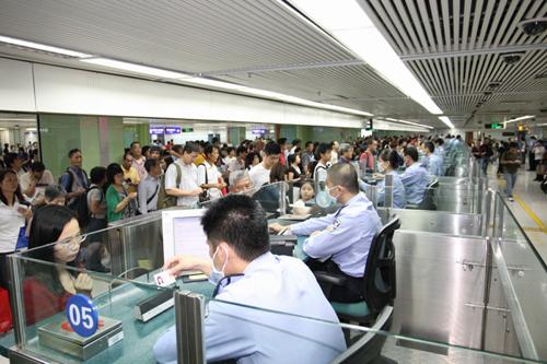 渡航レポ9:深圳から香港へ~出入国管理局の様子~ 2013年4月16日は、深圳から日帰りで香港へ