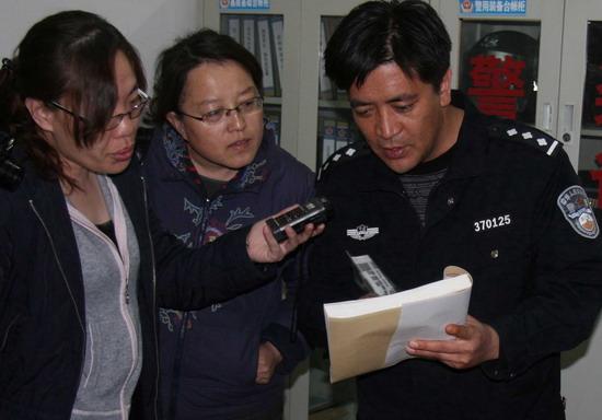 丁伟向/宁夏同心县预旺派出所所长丁伟向媒体记者介绍海小平生前事迹