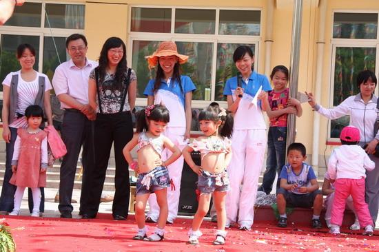 银川一幼星光华幼儿园环保时装秀招孩子喜欢