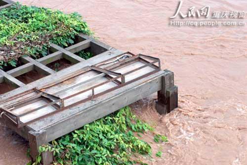 被洪水淹没的走廊.陈琦 摄-重庆今年最大洪峰路经主城 朝天门码头被图片