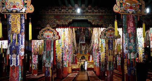 强巴林寺大殿 2010年10月6日摄 摄影 新华社记者 普布扎西