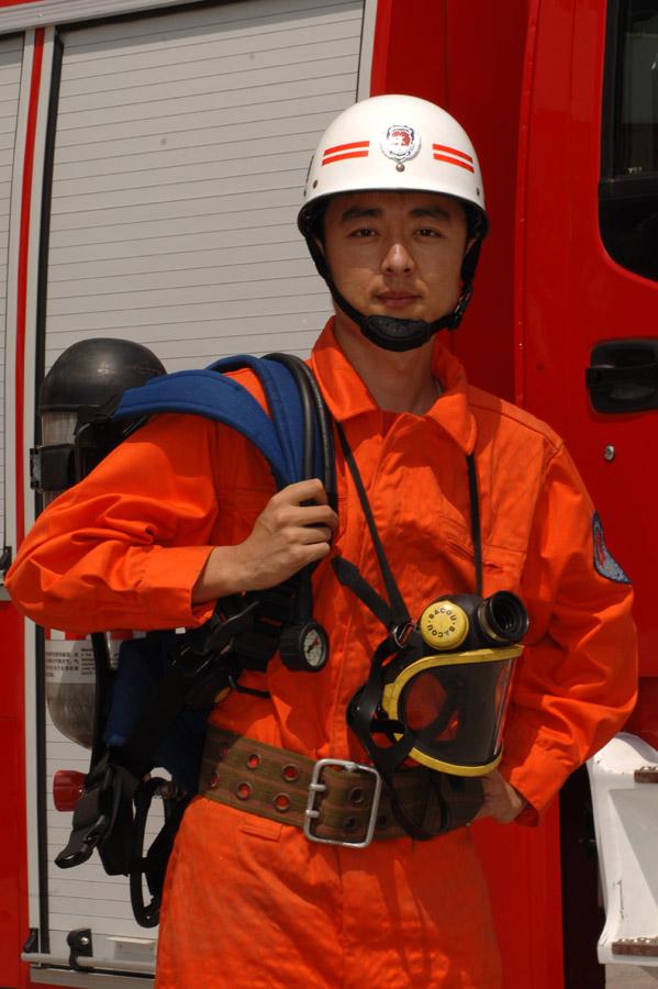 青岛市消防支队_青岛市公安消防支队特勤大队消防官兵马刚新春寄语--社会--人民网