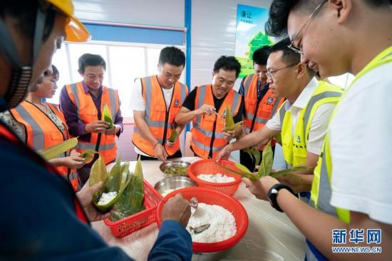 武汉:工地粽飘香