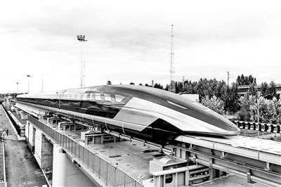 我国时速600公里高速磁浮列车下线